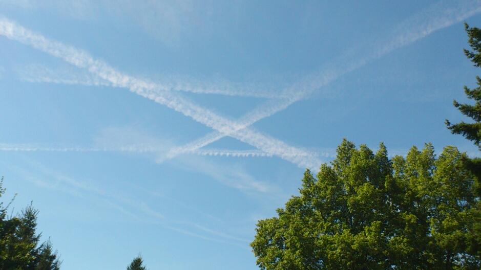 Chemtrails am 28.8.2012 über Schotten (Hessen)