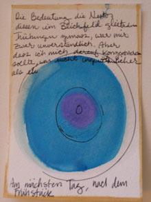 """Bild 3: Christi, To be continued, Gouache und Tinte auf Papier, 2006. Das Bild zeigt eine grosse Leuchtkugel zwischen einem Auszug aus dem dritten Kapitel von """"Mouches Volantes. Die Leuchtstruktur des Bewusstseins."""""""