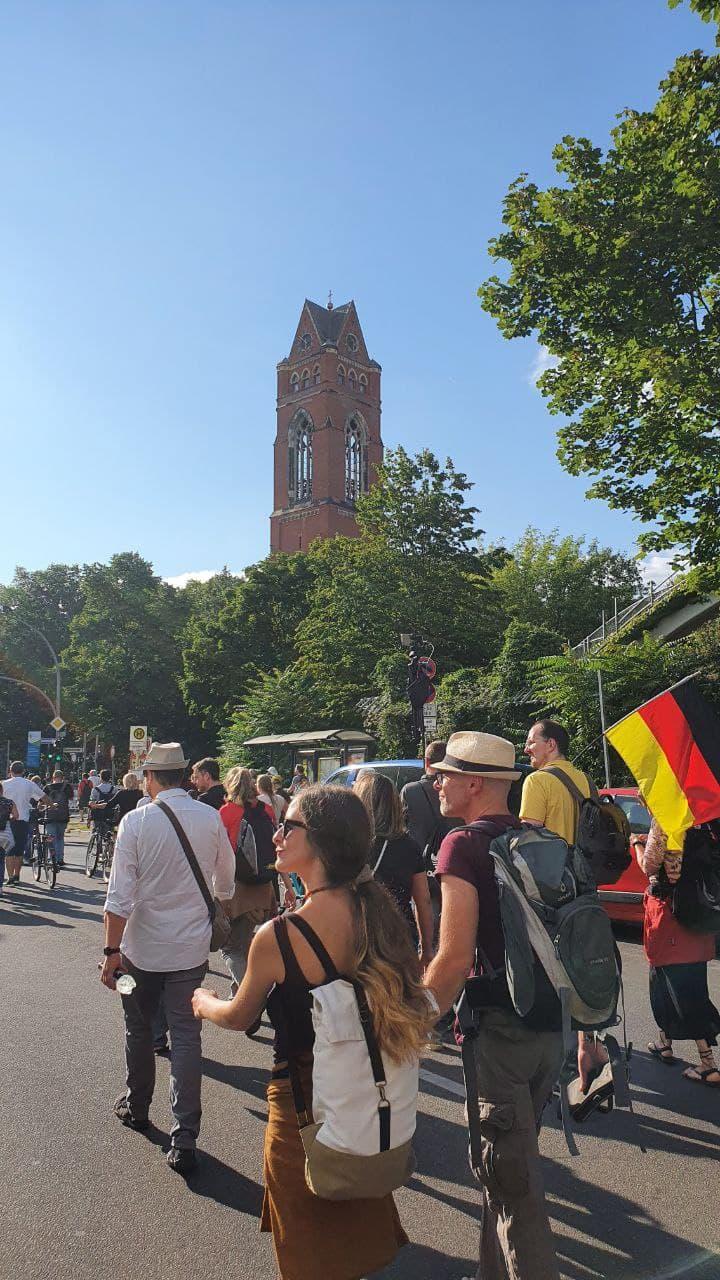 Friedliche Demoteilnehmer am 01. August 2021
