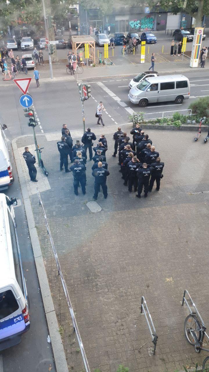 Polizisten bei der Demo am 01. August 2021