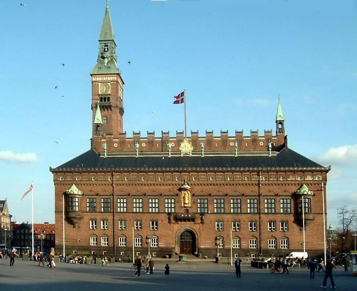 Das Kopenhagener Rathaus am Rådhuspladsen