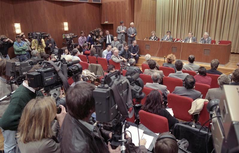 Günter Schabowski bei der Pressekonferenz am 9.November 1989