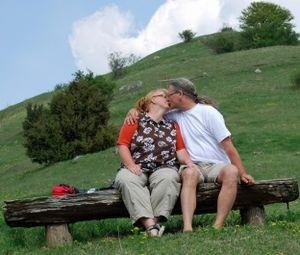 Inniger Kuss: Forscher gehen Beziehungen nach. Bild: pixelio.de, H. J. Salzer