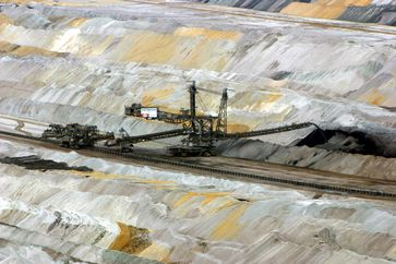 Absetzer im Tagebau Hambach