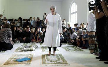 """Seyran Ates ist Gründerin, der ersten liberalen Moschee, der Ibn-Rushd-Goethe-Moschee in Berlin. In der Moschee beten und predigen Frauen und Männer gleichberechtigt. Bild: """"obs/ZDF/Michael Sohn"""""""