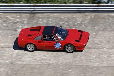"""Im Starterfeld der 6. Bodensee-Klassik 2017 ist ein Ferrari 308 GTB von 1981, wie Tom Selleck alias Magnum ihn in der gleichnamigen Kultserie fuhr. Bild: """"AUTO BILD KLASSIK"""" honorarfrei / Bildrechte AUTO BILD KLASSIK"""