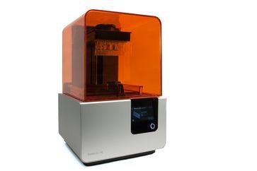 Einer der am Institut für Elektrische Messtechnik und Grundlagen der Elektrotechnik verwendeten 3D-Drucker: Formlabs Form 2. Quelle: Bildnachweis: Tanja Coenen/TU Braunschweig (idw)