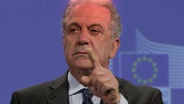 Grabesritter des Papstes und EU-Innenkommissar Dimitris Avramopoulos