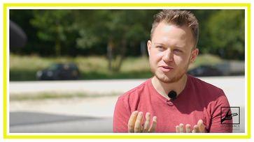 """Bild: SS Video: """"Fakten, Fakten, Fakten - Klarheit durch Aufklärung in einer Stunde mit Sebastian - Ungeschnitten 16"""" (https://youtu.be/k0FTAZNgcYM) / Eigenes Werk"""
