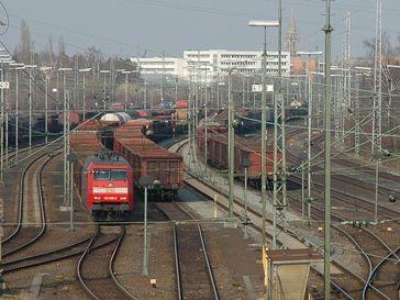 Güterwagen-Vielfalt im Rangierbahnhof Kornwestheim