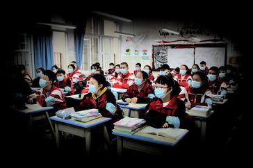 Weltweit werden Schüler - wider besseren Wissens - gewaltsam zum Tragen von gesundheitschädlichen Masken gezwungen (Symbolbild)