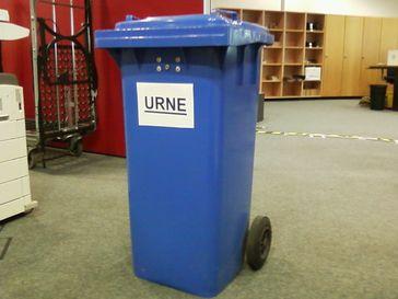 Tonne als Wahlurne (Symbolbild)