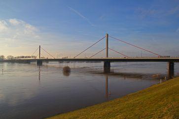 Die Rheinbrücke Leverkusen ist die Überführung der A 1 und damit des nördlichen Kölner Autobahnrings über den Rhein.