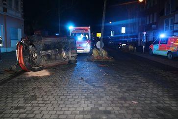 Umgekippter Mitsubishi nach Unfall in Hennef Bild: Polizei
