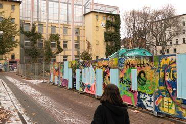 """Eine Studentin auf dem Weg in die Kreuzberger Notübernachtung für Obdachlose. Bild: """"obs/Zenjob"""""""