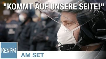 Grundgesetz-Demo, Rosa-Luxemburg-Platz am 25.04.2020 in Berlin
