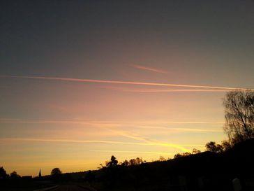 Chemtrails morgens um 6 Uhr über Fischbachtal in Hessen