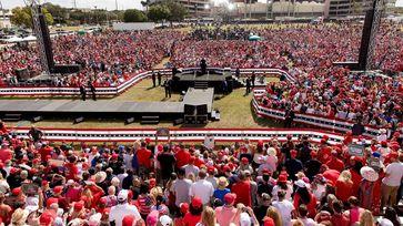 Donald J. Trump (2020) bei seinem Wahlkampfauftritt am 29.10.2020