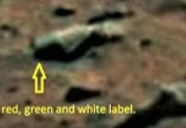 """Bild: Screenshot Youtube Video """"Is this proof of BEER on Mars? Nasa rover discovers a large green bottle on the red planet's surface """""""