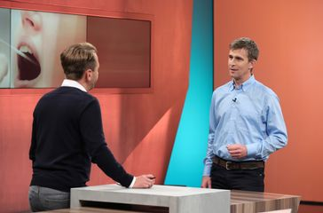 "v.li.: Dennis Wilms und  Prof. Dr. Jens Thiel. Bild: ""obs/SWR - Südwestrundfunk"""