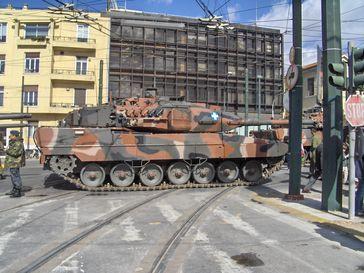 """""""Exportschlager"""" Leopard 2: der Panzer wurde u.a. an Chile, Israel, Katar und die Türkei geliefert. Hier ein LEO2-A6 HEL der Griechischen Armee in Athen."""