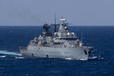"""Die Fregatte """"Bayern"""", Teil der Standing NATO Maritime Group 2 (SNMG 2) am 17.03.2016. (ots)"""