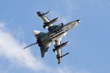 Unteransicht eines historischen Tornado IDS der deutschen Luftwaffe