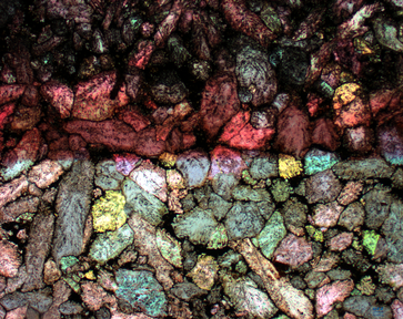 Kalzitkristalle im Alaunschiefer als Indikatoren für die Bildung von Methan