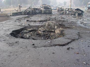 Explosionskrater einer Autobombenexplosion (Symbolbild)