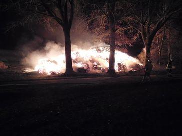 Strohmiete in Brand Bild: Polizei