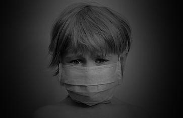 Weltweit werden Kinder sadistisch mit gesundheitsschädlichen Masken gequält - wer gibt die Anweisungen dafür? (Symbolbild)
