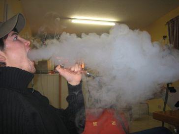 Wasserpfeifen (Shisha) Rauchen