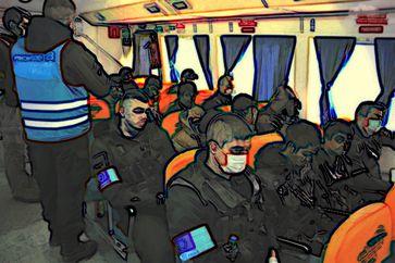 Abschiebung im Flughzeug durch die FRONTEX (Symbolbild)