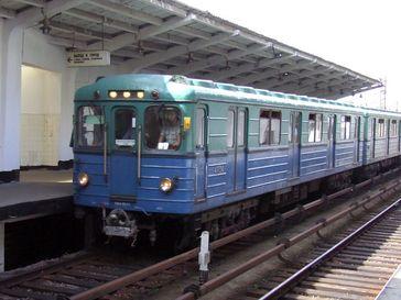 Moskauer Metro: Ein Zug vom Typ E im Einsatz auf der Filjowskaja-Linie