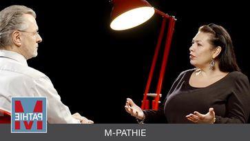 """M-PATHIE: """"Das Gefängnis in uns"""" - Interview mit Paula P'Cay"""