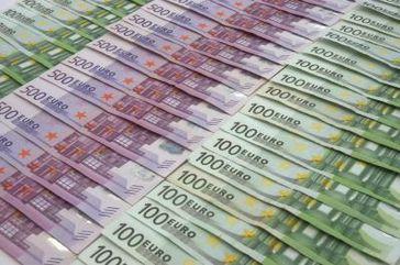 Geld und Geldscheine (Symbolbild)