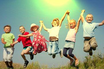 Kinder: Unberechenbar, lebendig und wer weiß? Terroristen und Mörder von morgen?!? Zumindest würden sie die Gesellschaft verändern, wenn sie eine Chance dazu bekämen...