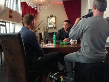 """Tim Wiese im Gespräch mit Sky Reporter Jens Westen. Bild: """"obs/Sky Deutschland"""""""