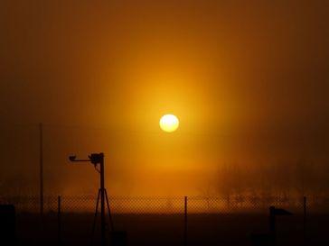 Sonnenaufgang im Morgennebel Bild: Hans Richard Henkes, Wetterwarte Rheinstetten/DWD