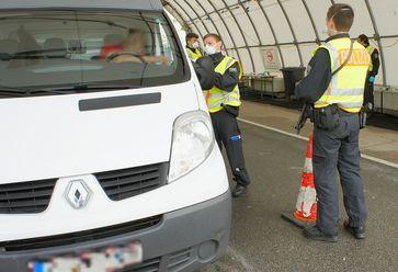 Die Rosenheimer Bundespolizei hat mehrere Personen wegen Beihilfe zum illegalen Einreiseversuch angezeigt. Bild: Polizei