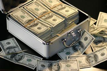 Koffer mit Dollar