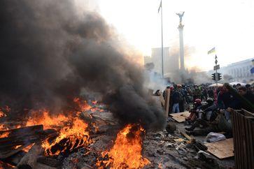 Brennende Barrikaden auf dem Majdan am 19. Februar 2014