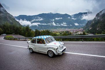Bergrenner: Ein Fiat 500d Abarth ist auch im Feld der ADAC Europa Classic unterwegs  Bild: ADAC/Rivas Fotograf: Arturo Rivas