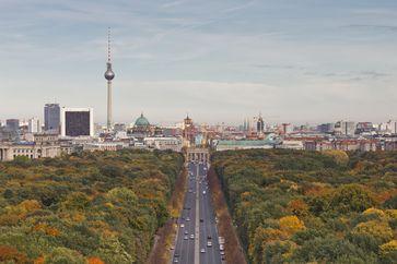 Sicht von der Siegessäule die Straße des 17. Juni entlang, Richtung Berlin-Mitte, 2013