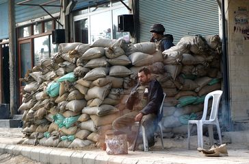 Eine Barrikade in Duma während der Proteste in Syrien (Januar 2012)