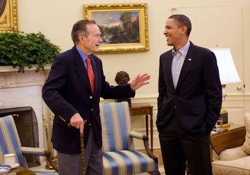 Bush bei einem Treffen mit Barack Obama (2010)