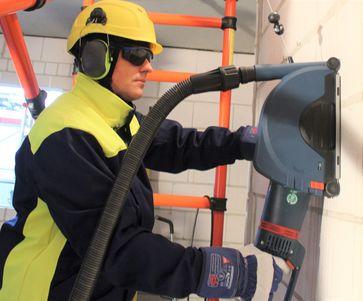 Verwendung von Gehörschutz Bild: BG BAU Berufsgenossenschaft der Bauwirtschaft Fotograf: Sonja Werner