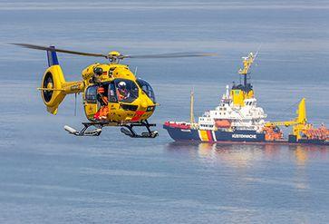 """Spezialeinsätze der Crew von """"Christoph 26"""" auf offener See, am Außenhafen Hooksiel und am Hooksmeer."""