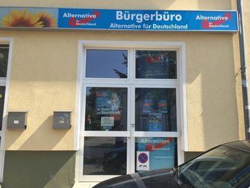 Bürgerbüro des AfD-Abgeordneten Rainer van Raemdonck in Falkensee (bei Berlin), Medikamentenskandal, Brandenburg, Golze-Skandal, Anschlag, Schüsse.