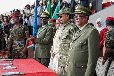 Abiy Ahmed mit Militärkollegen (2. v. rechts), (2019)